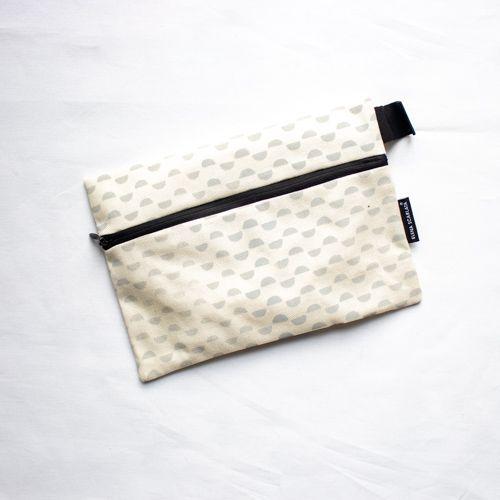 torbica z zadrgo eko okolju prijazna vegan